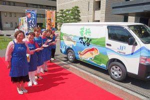 福井県の地魚をPRするラッピングカー「浜の母ちゃん号」