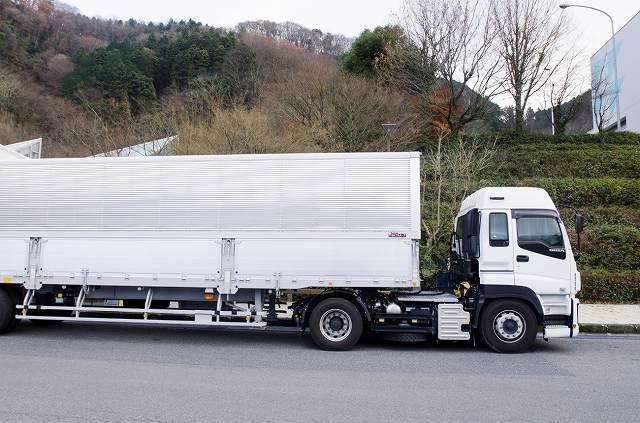 似ているようで違うラッピングカー(トラック)とアドトラック